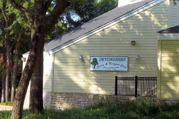 Oaks of Devonshire swimming pool