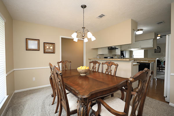 6822 River Mill Dr dining