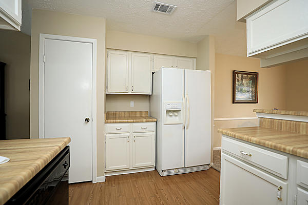 6822 River Mill Dr kitchen