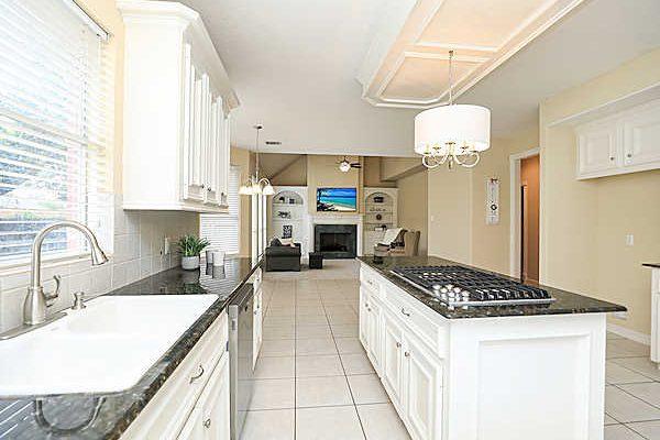 5807 Desert Oak Way kitchen